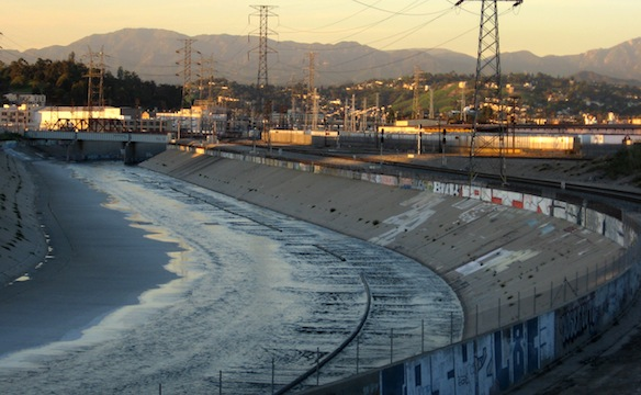 Los_Angeles_River_through_downtown_evening